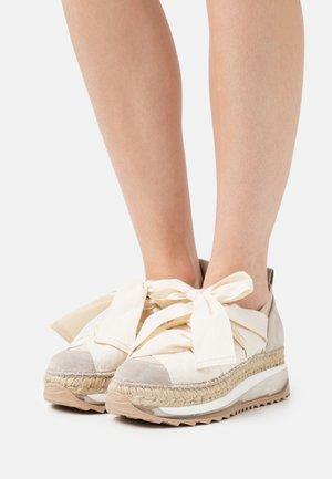 VENUS - Casual lace-ups - tricot doble beig