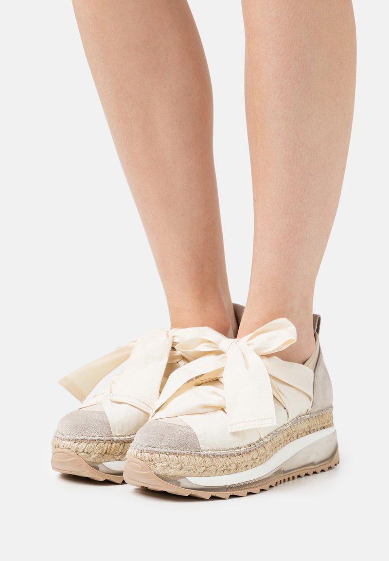 Gaimo - VENUS - Casual lace-ups - tricot doble beig