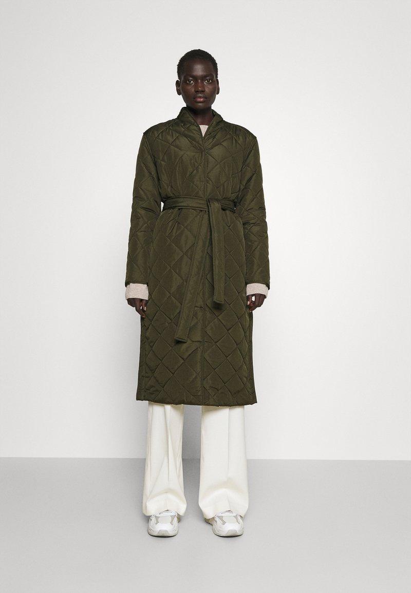 Bruuns Bazaar - AZAMI LINETTE COAT  - Winter coat - green night