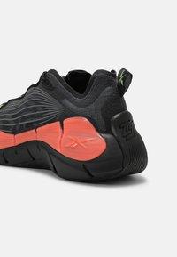 Reebok Classic - ZIG KINETICA II UNISEX - Sneakersy niskie - core black/orange flower/neon mint - 4
