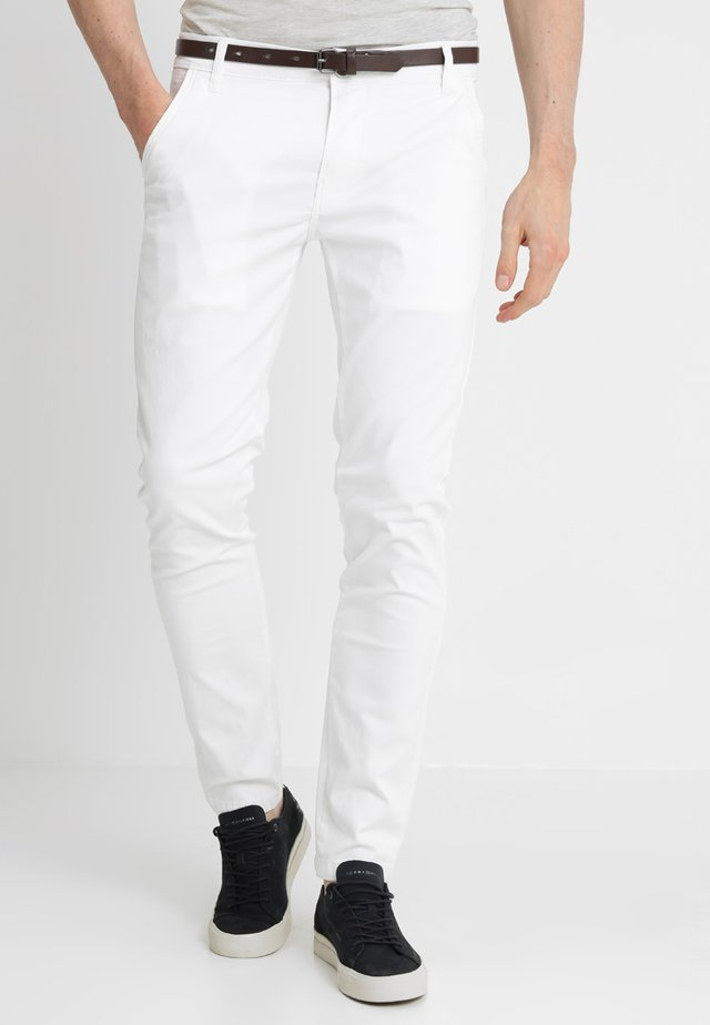 CLASSIC WITH BELT - Chinos - white