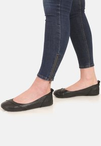 Hush Puppies - JANESSA  - Ballerinat - black - 0