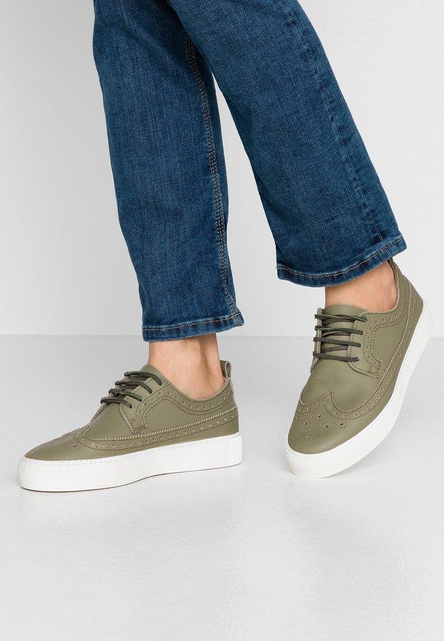 DORIC BROGUE DERBY SHOE - Sneakersy niskie - olive