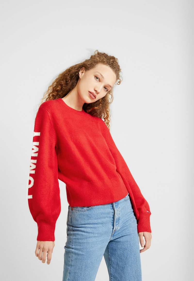 Tommy Jeans - LOGO SLEEVE DETAIL - Pullover - racing red