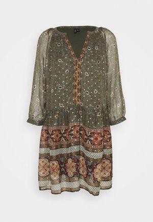 VMBOHEMEA SHORT DRESS - Day dress - ivy green/bohemea