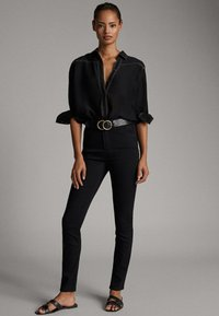 Massimo Dutti - MIT HOHEM BUND - Slim fit jeans - black - 0
