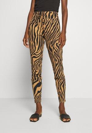 GFARAH - Trousers - mokka