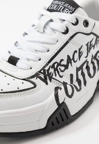 Versace Jeans Couture - Baskets basses - bianco ottico - 2