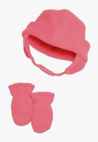 Nike Sportswear - BABY SET - Čepice - racer pink - 1