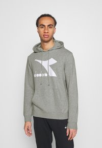 Diadora - HOODIE LOGO CHROMIA - Bluza z kapturem - light middle grey melange - 0