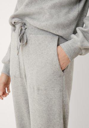 KUSCHELIGE - Tracksuit bottoms - grey