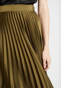 New Look - PLEATED MIDI - A-snit nederdel/ A-formede nederdele - dark khaki - 3