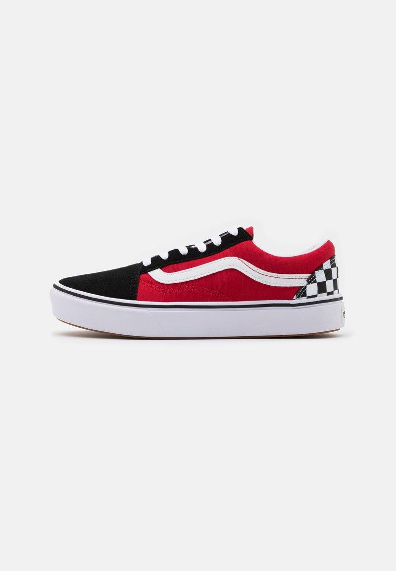 Vans - COMFYCUSH OLD SKOOL - Matalavartiset tennarit - black/red
