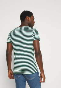 Tommy Hilfiger - STRETCH V NECK TEE - T-shirt - bas - rural green/ivory - 2