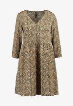 YASHURA SHORT DRESS - Hverdagskjoler - light brown/black