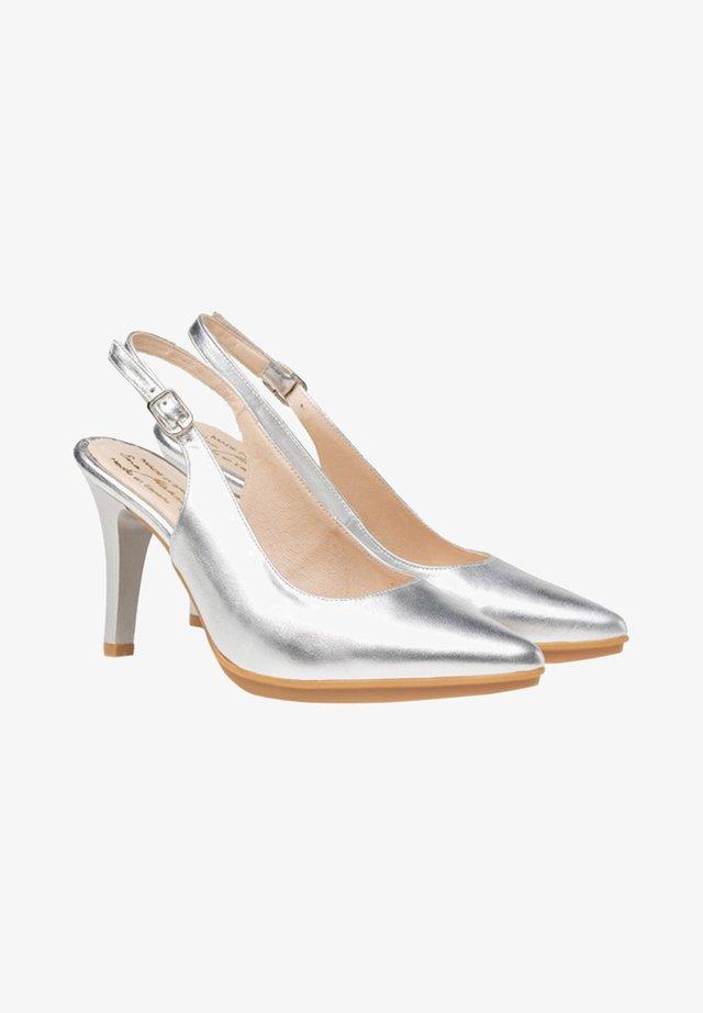 Zapatos altos - plata
