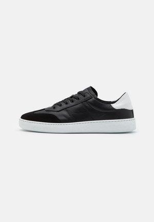 TYRONE - Sneakersy niskie - black