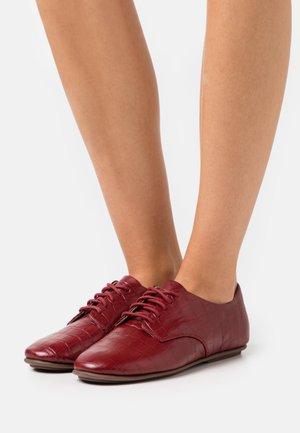 ADEOLA LACE UP DERBYS - Šněrovací boty - maroon