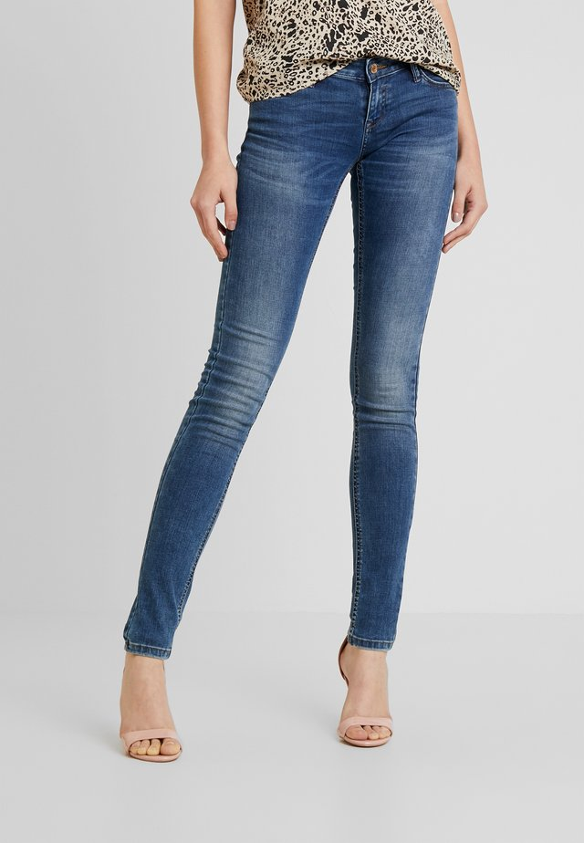 ONLCORAL SUPERLOW - Skinny džíny - dark blue denim