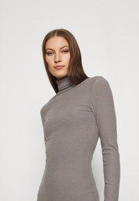 Zign - Pouzdrové šaty - mottled grey - 3