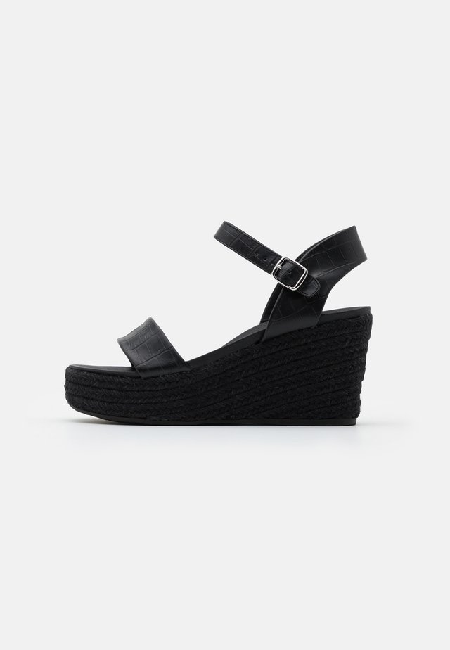 PICKLE WEDGE - Sandales à plateforme - black