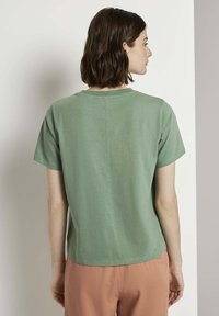 TOM TAILOR DENIM - Stickerei - Print T-shirt - vintage green - 2