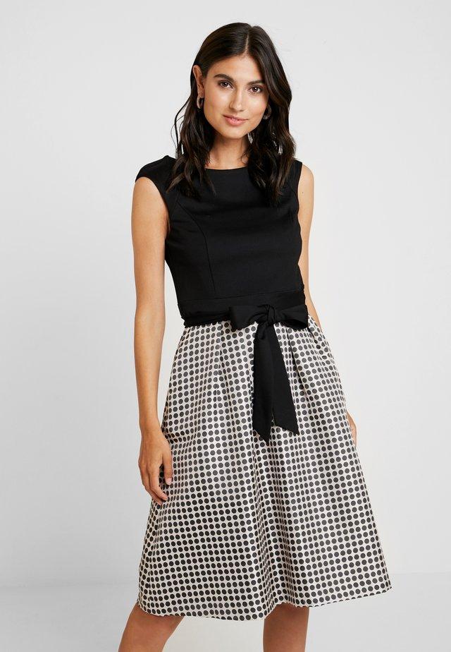 HEAVY DRESS WITH DOTS - Jersey dress - black/beige