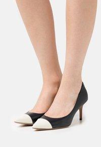 Lauren Ralph Lauren - LANETTE - Classic heels - navy/vanilla - 0