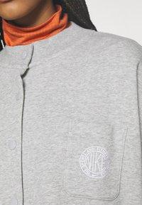 Nike Sportswear - FEMME - Zip-up hoodie - grey heather/matte silver/white - 4