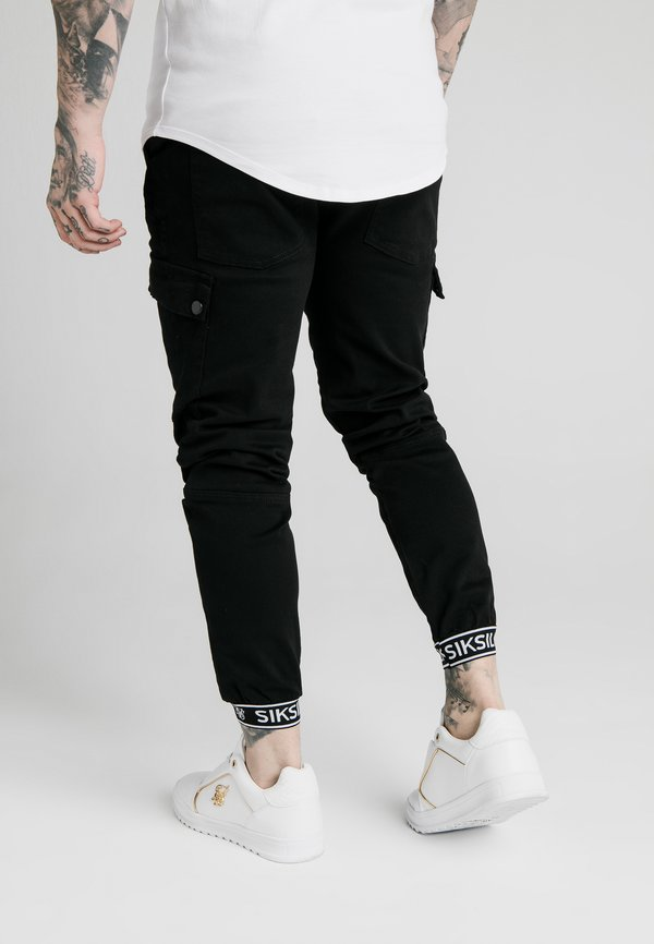 SIKSILK CUFF PANTS - BojÓwki - black/czarny Odzież Męska RMOE