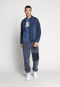 Jack & Jones - JJECORP LOGO TEE O-NECK - Print T-shirt - denim blue - 1