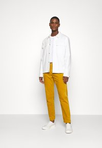 Lindbergh - CORD TROUSERS - Trousers - dark yellow - 1