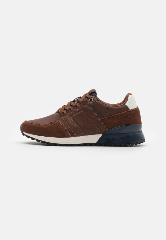 R230 - Trainers - tan