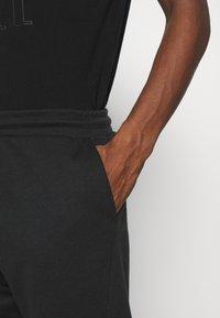 Pier One - Spodnie treningowe - black - 4