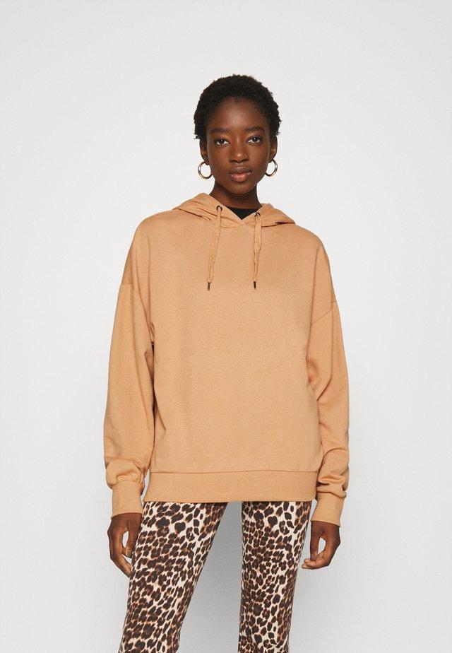 LONG OVERSIZED HOODIE - Bluza z kapturem - camel