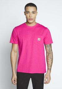 Carhartt WIP - Basic T-shirt - ruby pink - 0