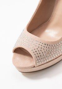 Dorothy Perkins - GIFTIE ALL OVER COURT SHOE - Høye hæler med åpen front - blush - 2
