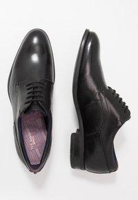 Ted Baker - VATTAL - Elegantní šněrovací boty - black - 1