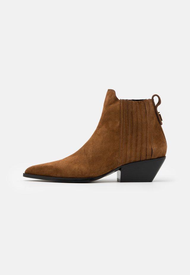 WESTTRONCHETTO - Cowboy/biker ankle boot - cognac