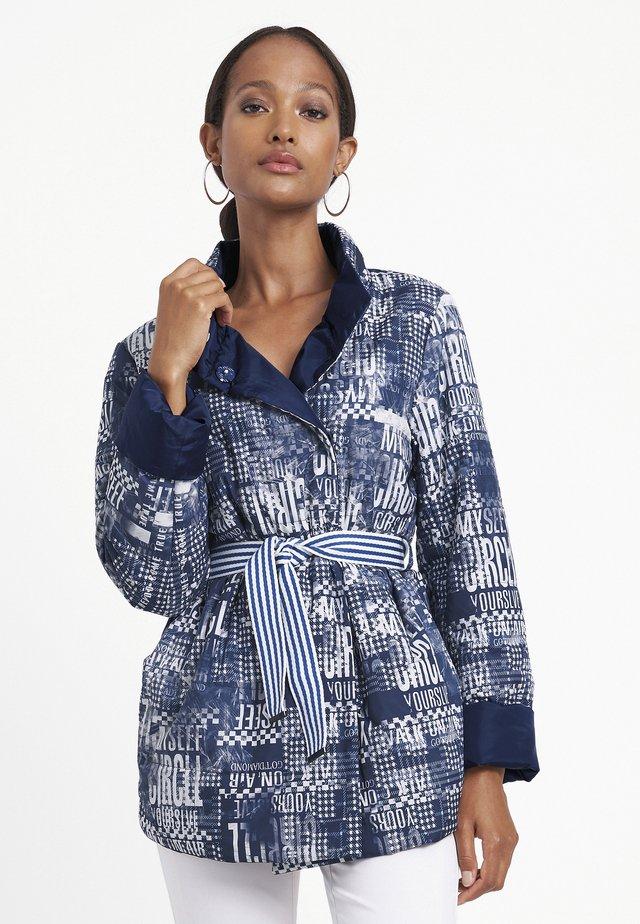 Short coat - dunkelblau/weiß