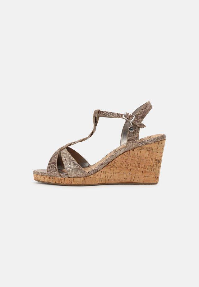 WIDE FIT KOALA - Sandały na koturnie - pewter