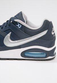 Nike Sportswear - AIR MAX COMMAND - Sneakers - obsidian/metallic silver/bluecap/white/black - 5