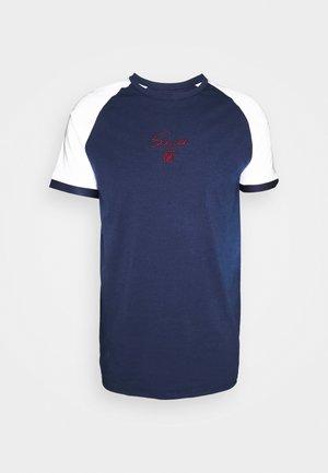 RAGLAN TECH TEE - Camiseta estampada - navy