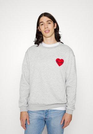 PINNED HEART - Sweatshirt - lightgrey