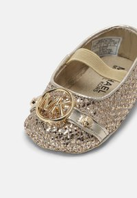 MICHAEL Michael Kors - BABY GIBI - First shoes - gold - 4