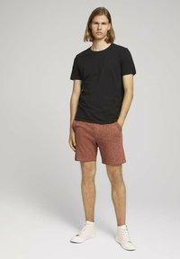 TOM TAILOR DENIM - Shorts - orange lobster black melange - 1