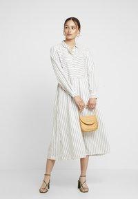 Envii - ENHARRY DRESS - Vestido camisero - white/black - 2