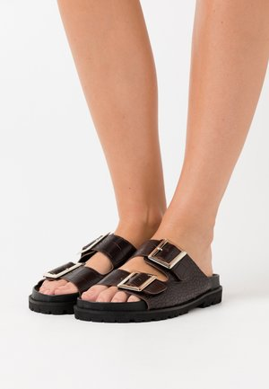 CHUNKY BUCKLE - Slippers - brown