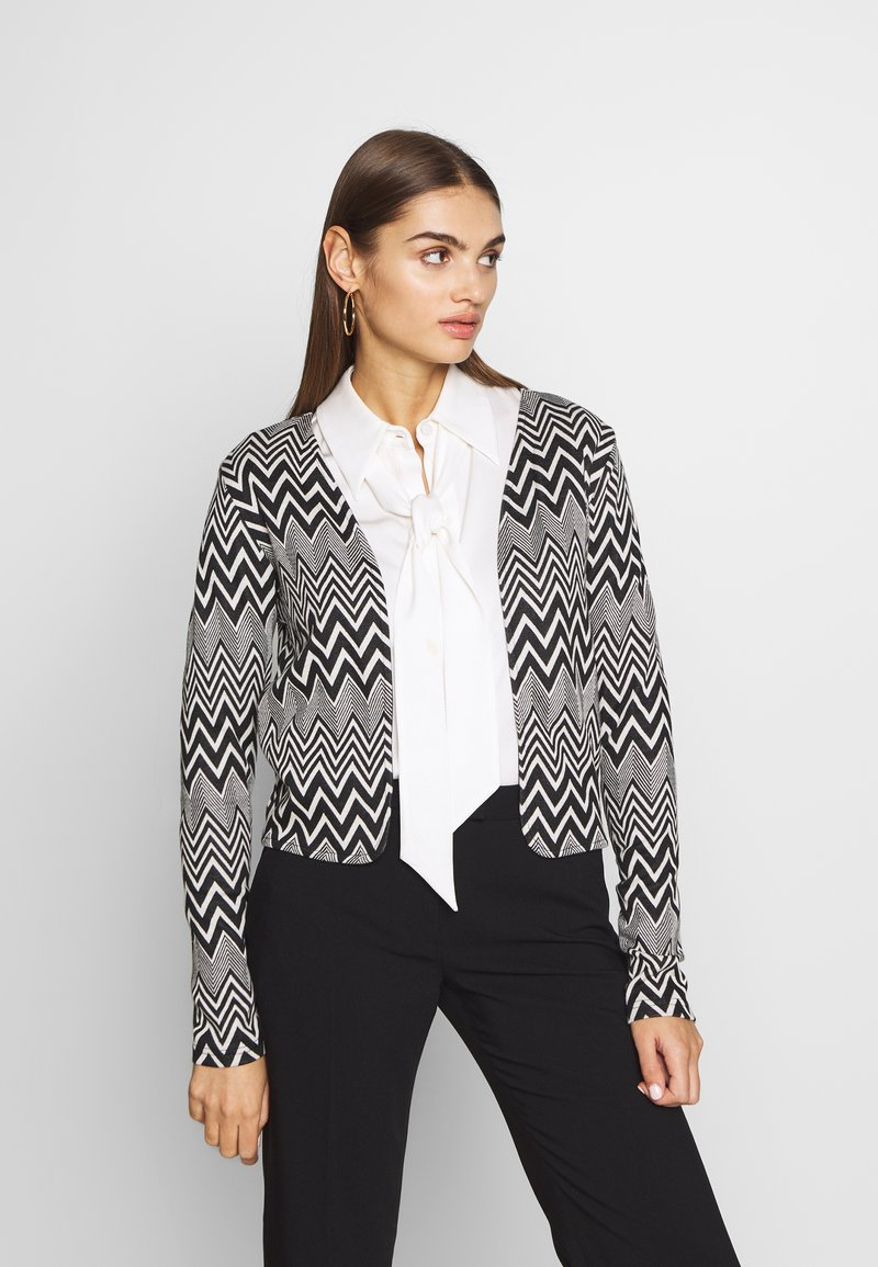 ONLY - ONLVIGGA ZIGZAG CARDIGAN JRS - Kardigan - cloud dancer/zigzag black
