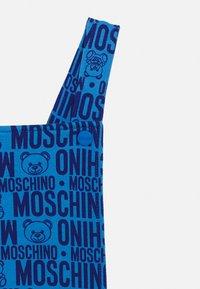 MOSCHINO - DUNGAREE SET - Jednoduché triko - blue - 3
